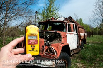 Dosimeter and radioactive car near ChNPP cooling pond